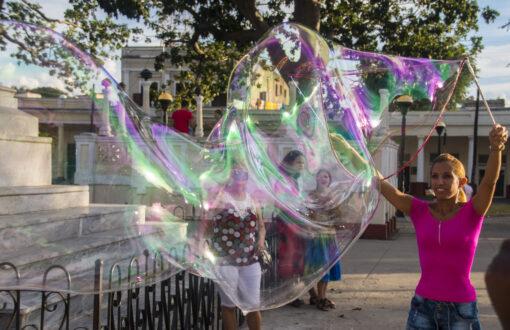 Wielkie Bańki mydlane na Kubie